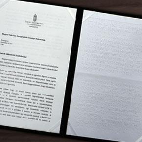Braille-írással készült a miniszteri köszöntő levél a Fehér Bot Nemzetközi napjára