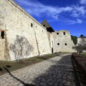 Nemzeti emlékhely: az Országgyűlés előtt az egri vár ügye