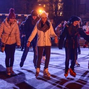 Advent és csoda: jégpálya Füzesabonyban