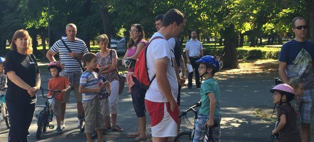 Bringázik a család: egyre több a kerékpárút