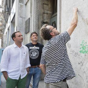 Emléktábla a Ramones magyar dobosának