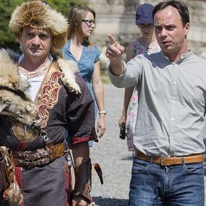 Világbajnok íjász lő az egri várból a Dobó térre