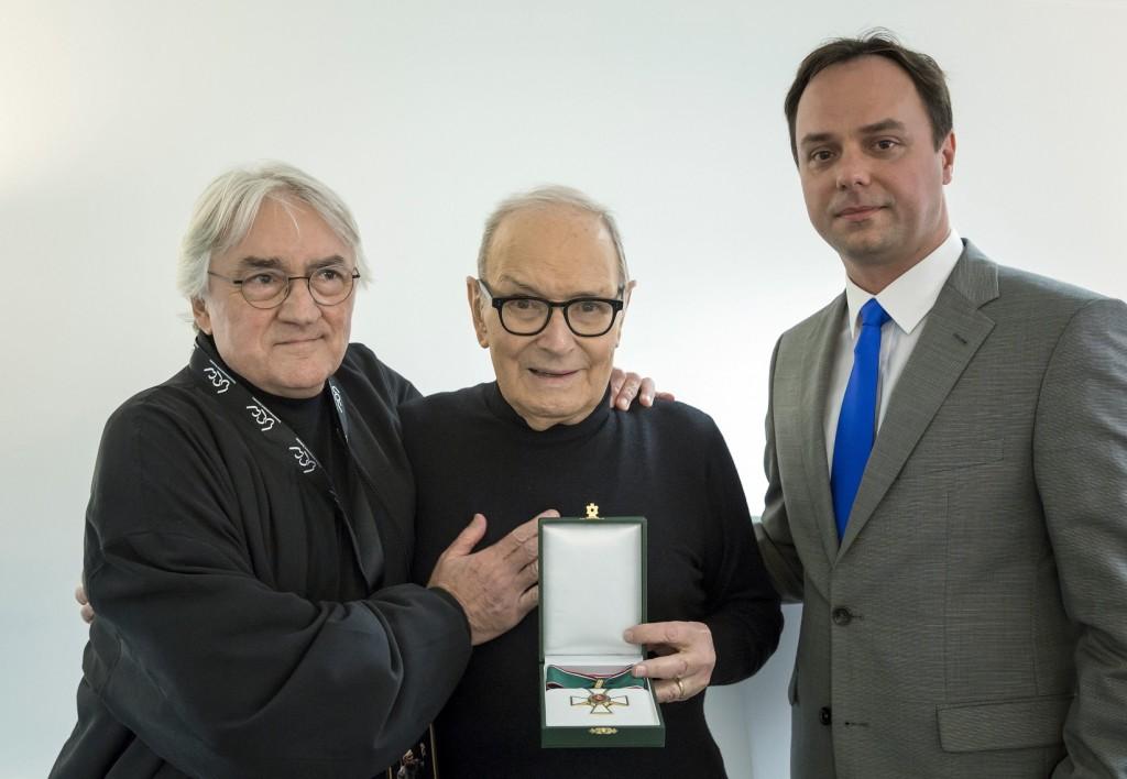A Magyar Érdemrend középkeresztjével tüntették ki Ennio Morriconét