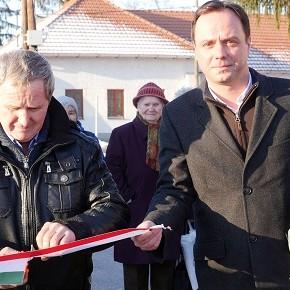 Sikeres pályázat: utakat és járdákat újítanak fel Egerfarmoson