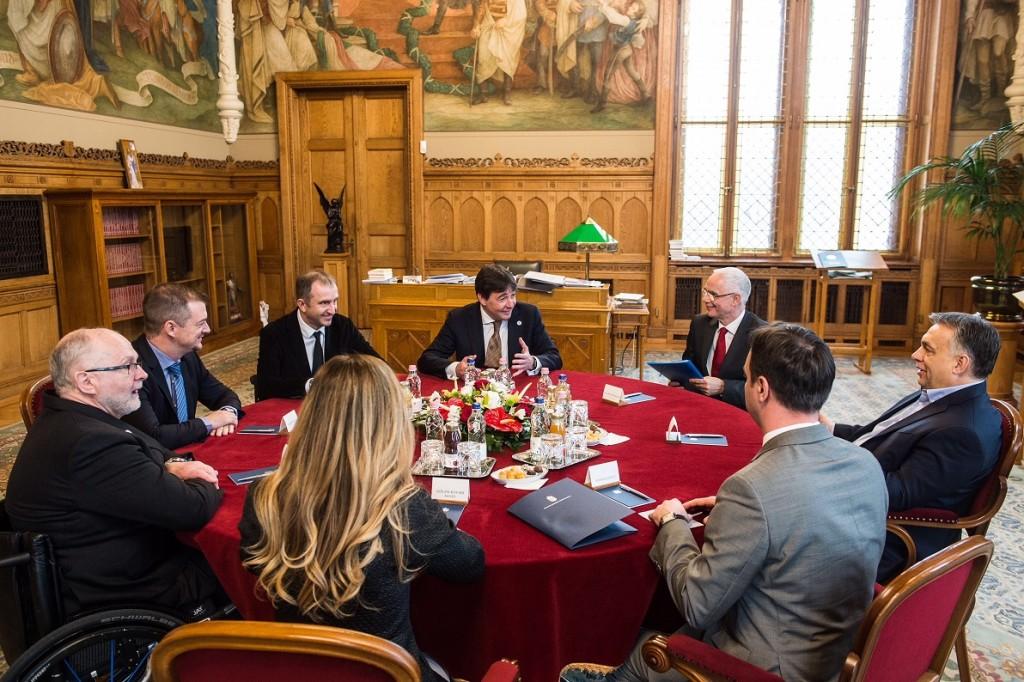 A nemzetközi paralimpiai bizottság vezetőit fogadta Orbán Viktor