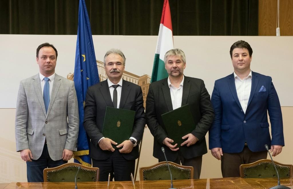 Stratégiai megállapodást kötött az agrártárca és a méhészek egyesülete
