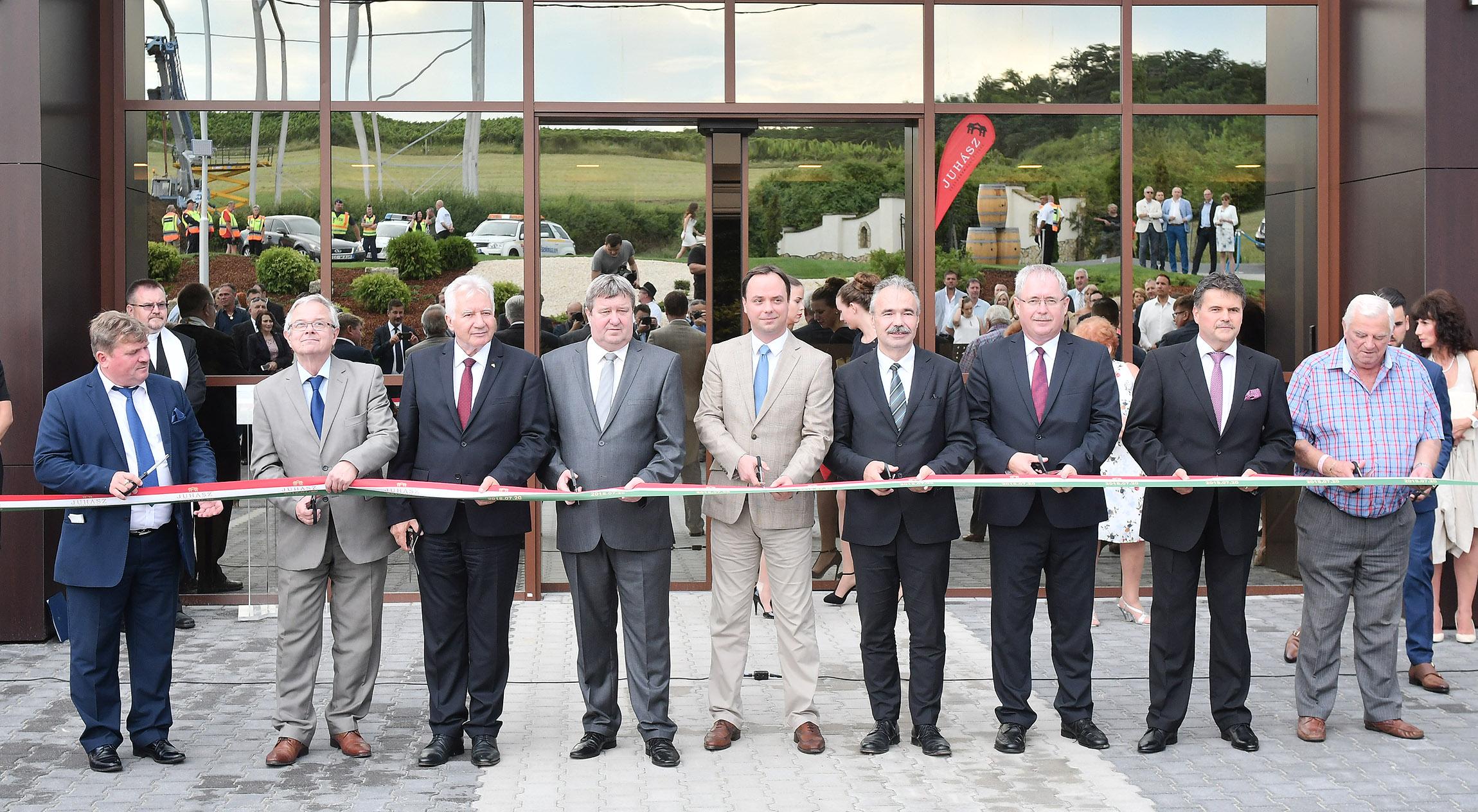 Az egész borvidéket szolgálja az új borászati központ Egerszalókon