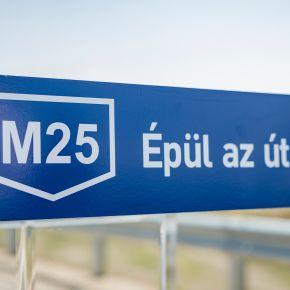 M25: Gyors ütemben haladunk az autópálya felé