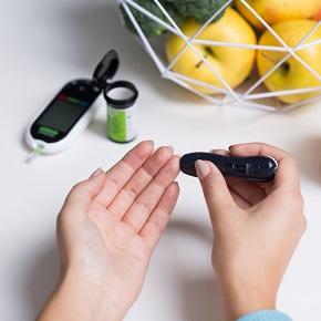 Kiemelt figyelmet fordít a kormány a cukorbetegekre