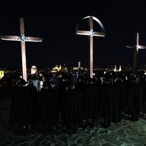 Keresztúttal emlékeztek Jézus halálára Egerben