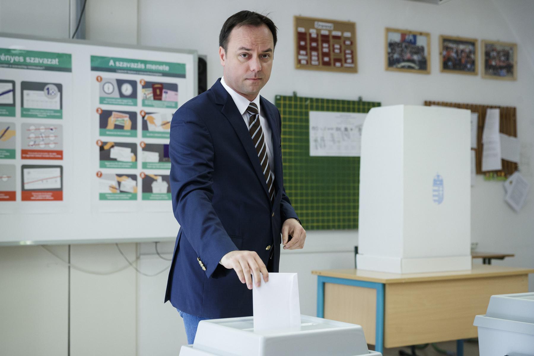 Csak a Fidesz-KDNP tudja megállítani a bevándorlást!